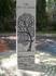 небольшой парк с деревом и плитой (на разных языках мира на ней написано лишь одно слово - семья)