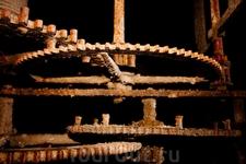 Механизмы (видать, уже не работающие) в Ефразиевой базилике.