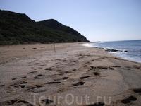 И еще один пляж, тоже немноголюдный
