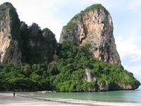 West side, собственно тот самый, неудобный пляж, под водой камни, ракушечник, кораллы - очень болезненные ощущения.