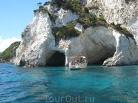 остров с пещерами близ Закинфа