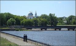 вид на Владимирскую горку с набережной залива