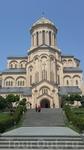 Цминда Самеба (или Храм Святой Троицы) в Тбилиси. Главный собор Грузинской православной церкви. Несмотря на то, что относительно всего увиденного до этого ...