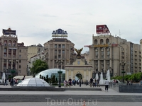Площадь Независимости (укр. Майдан Незалежності, разговорный вариант — Майдан) — главная площадь Киева. Международную известность площадь получила во время ...