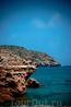Бухта Энтони Куинна.  Прекрасное место, с каменистым пляжем и кристально чистой водой.