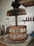 Старинный пресс, которым когда-то давили виноград. Ну в некоторых деревнях он используется до сих, правда наверное не в Испании)))