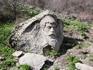 Каменные изваяния в парке