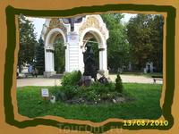 Часовня рядом с Михайловским собором.