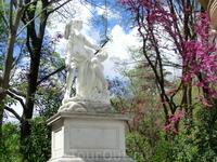В 1834 г. после смерти герцогини Осуна право собственности на сад перешло к её внуку, Педро Алькантара, который также нанимает архитектора Лопеса Агуадо для строительства новых зданий и создания облас