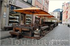 Весь Старый город в кафе и барах .