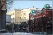 бывшее здание военного госпиталя, рядом здание городской администрации.