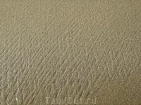 """Ещё одна загадочная картинка: после отлива волны на песке остаются полоски, причём """"сеточкой"""" - перекрещиваются."""