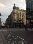 Чем-то это здание напомнило мне нашу Петроградскую сторону...