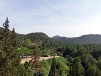 Со смотровой площадки с другой стороны открывается прекрасный вид на национальный парк Parque Regional de Carrascoy y El Valle Carrascoy.