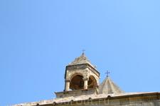 Армения.Монастырь Гандзасар Сведения о строительстве храма имеются у армянского историка XIII века Киракоса Гандзакеци. Строительство храма велось с 1216 по 1238, о чём сообщается на могильной плите