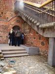 """При входе через центральную башню на её сводах можно увидеть следы """"шведского пожара"""" 1706 года. Просто невероятная вещь, этот замок хранит в себе отпечатки ..."""