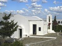 """Церковь возле отеля """"Пенинсула"""""""