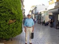 Греция. о.Кефалония. Столица Аргостоли. Литострото — главная пешеходная торговая улице города.