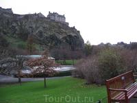 Эдинбургский замок в центре города.