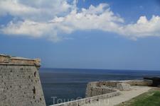 вид с крепости (рядом маяк) на окиян