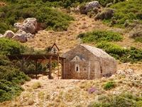 И снова на склоне гор можно видеть церквушку из камня.