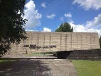 «За этими воротами стонет земля», - гласит надпись на входе в Саласпилс