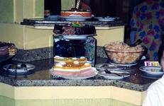 Десертный стол ресторана в отеле