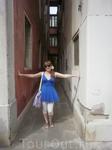 Узенькие улицы Венеции - вот такой ширины.