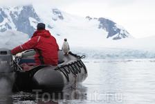 Новый пассажир в лодке Зодиак