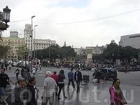 на площади Каталонии 3