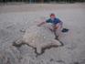 До 11 утра можно посещать детские-лагерные пляжи. Качесво песка значительно лучше и вода чище. А эта черепаха выиграла конкурс песчаных фигур.