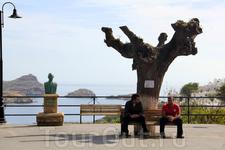 Высокий туристический сезон ещё не начался, поэтому народу в городе было не много...