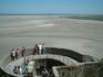 С высоты аббатства Сен-Мишель открывается удивительный вид на песчаное дно моря,  на котором старательные фанаты выводят огромными буквами надпись « HARLEY ...