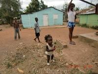 Простая жизнь соседей с Гаити