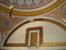 Султанское слуховое окно в диване в Топкапи. В помещении султанского дивана-совета в Топкапи можно посмотреть на слуховое окошко с мелкой решеткой, за которым султаны, оставаясь инкогнито, могли прису