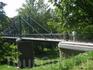 Мост, когда по нему идут несколько человек, - ка-ча-ет-ся.