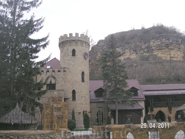 """""""Замок коварства и любви""""; лекоративный замок - ресторанно - отельный комплекс (очень дорогой)"""