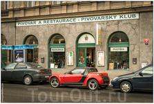Прогулялся пешком по улице Křižíkova, на которой мы жили в прошлой поездке. В очередной раз прошёл мимо Пивоварского клуба - когда я уже туда попаду?