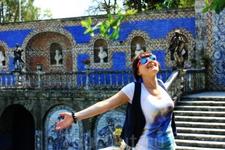 Дворец маркиза Фронтейра - очень атмосферное место... Он полностью облицован известной португальской плиткой азулежу, что придает ему вид пряничного домика ...
