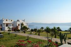 Отели в Акротири имеют свою территорию и позволяют ощутить простор и единение с природой.