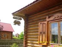 Дом, где есть красивые вещи из соломки и лозы.