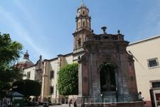 А вот и один из красивых колониальных городков Мексики - Керетаро. Это церковь Св. Клары.