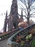 Монумент Вальтеру Скотту в центре Эдинбурга на Принцес Стрит