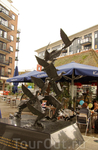 Современаая скульптура на набережной
