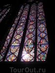 По повелению Людовика IX (1226-1270гг) для хранения реликвий Страстей  Христовых,среди них знаменитая-Терновый Венок.Купленного по цене,которая значительно ...