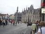 Музей под  открытым  небом на площади  Хроте - Маркт.Снимок сделан со  стороны  крытого  рынка.