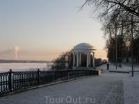 Беседка на Волжской набережной - один из символов Ярославля