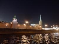 В московском Кремле 20 башен, сейчас видны Беклемишевская (Москворецкая) башня и Константино-Еленинская (Тимофеевская) башня