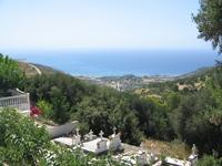 Вид со стороны церкви на море