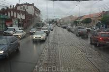 Вид из окна трамвая на улицы города. Люблю трамваи, такая ностальгия по ним. В родном городе их нет уже лет 10...